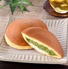 ファミリーマートの新作スイーツ・和菓子「宇治抹茶どら焼き」2021年5月