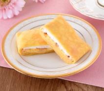 ファミリーマートの新作スイーツ・洋菓子「4種のフルーツもちもちクレープ」2021年5月